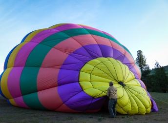 Kurt readying the balloon