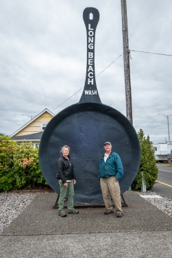 And the world's biggest frying pan used to make the world's biggest clam fritter.